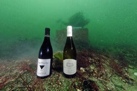 bouteilles de vin sous mer